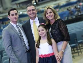 Pastor Erton, su esposa Adriene y sus hijos Matheus e Mariana.
