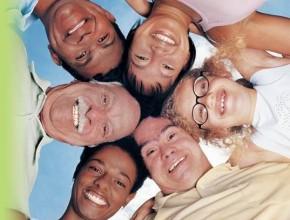 Cinco grupos raciais e étnicos foram utilizados como base para análise.