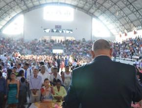 Pr. Alejandro Bullón en <el Auditorium de la Universidad Agraria de Guayaquil