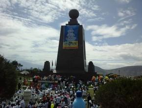 """Programa de clausura, en el monumento """"Mitad del Mundo"""""""